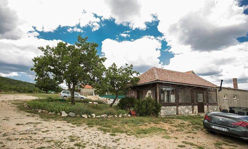 Three bedroom house Radošić, Kaštela (K-18851), holiday rental in Prgomet
