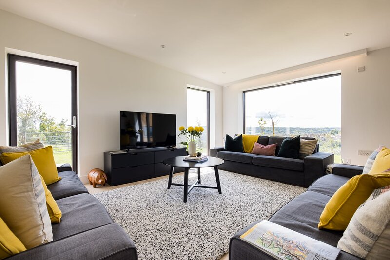 Stunning 5 Bedroom New Build with Amazing Panoramic Views!, vacation rental in Dyrham