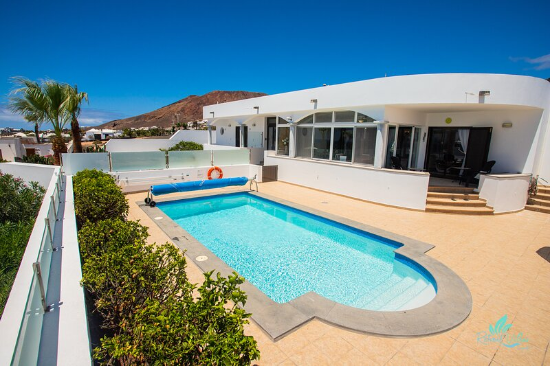 Exclusive 2-Bed Villa in Playa Blanca Adults only, holiday rental in Playa Blanca
