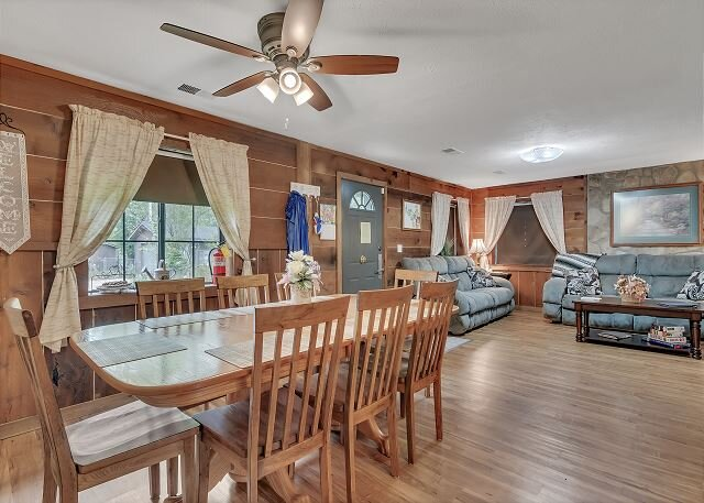 Charming 3BD Private Home Minutes from Branson! Pool Open Until End of Sept.!, holiday rental in Lead Hill