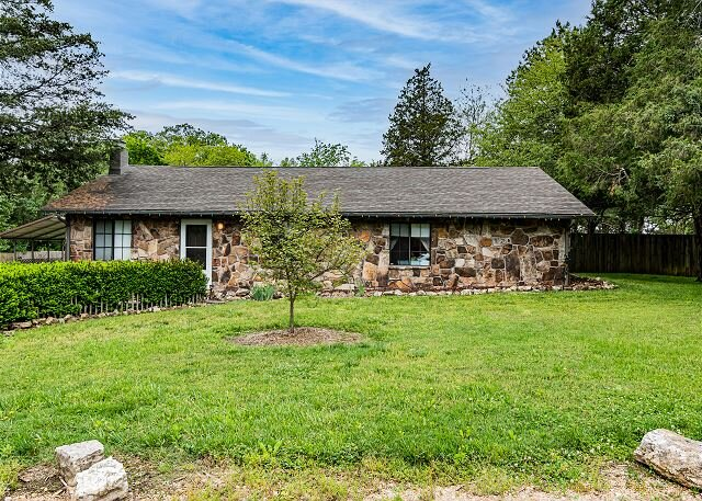 Charming 3BD Private Home only Minutes from Branson! Privacy and Relaxation!, vacation rental in Kissee Mills