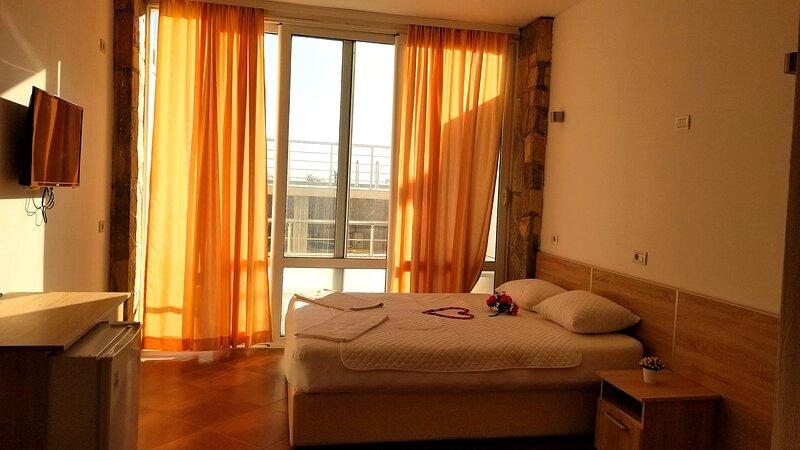 Triple room by the pool, holiday rental in Ulcinj