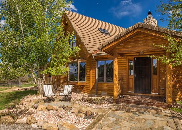 Classic Colorado Log Home - On 40 Private Acres - Dogs Welcome - Fire Pit, casa vacanza a Ridgway