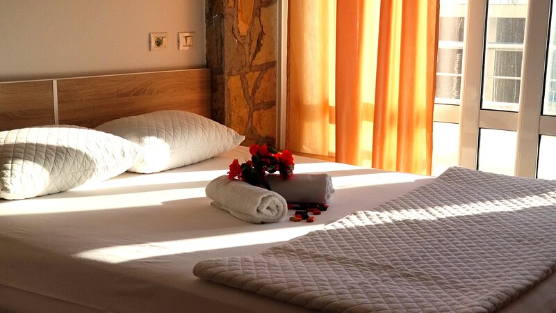 Double bed + double sofa bed by the pool, holiday rental in Ulcinj