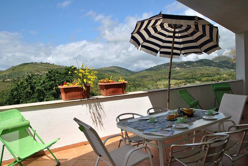 Paradise House on Sperlonga hill, alquiler vacacional en Itri