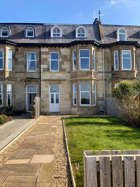Stunning panoramic sea views, luxurious townhouse, holiday rental in North Ayrshire