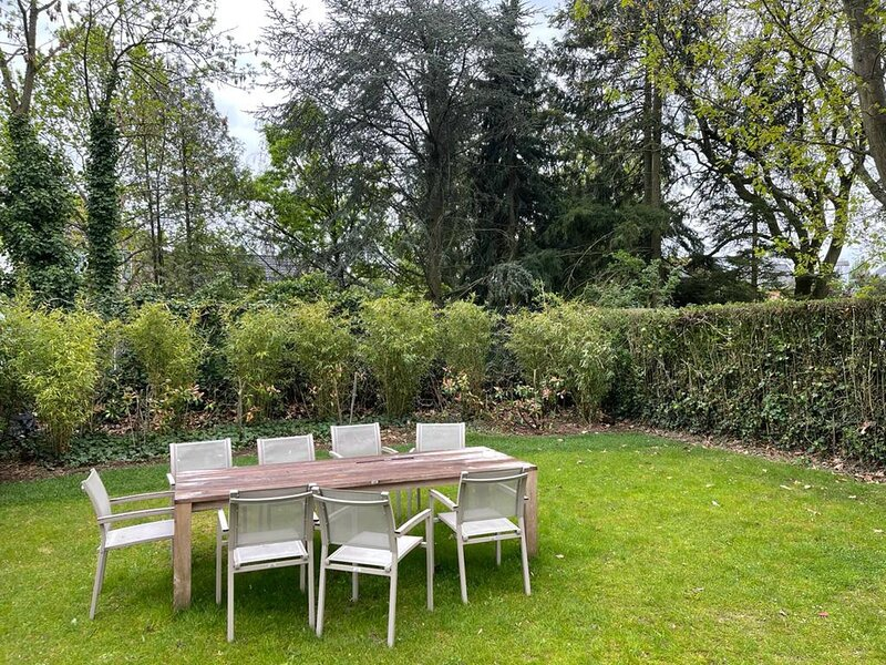 The Pink House, Uccle, holiday rental in Mont-Saint-Jean
