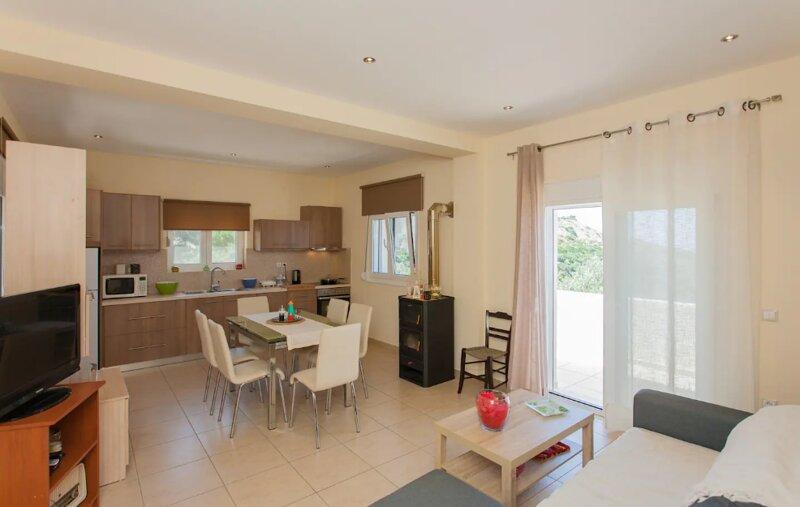 Koundouros House, vacation rental in Elos