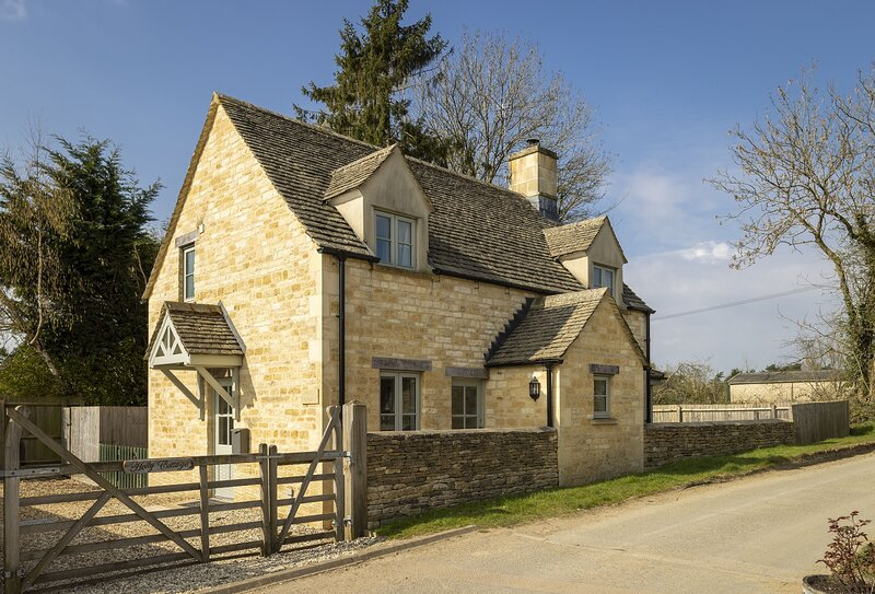 Holly Cottage, vacation rental in Ampney Crucis