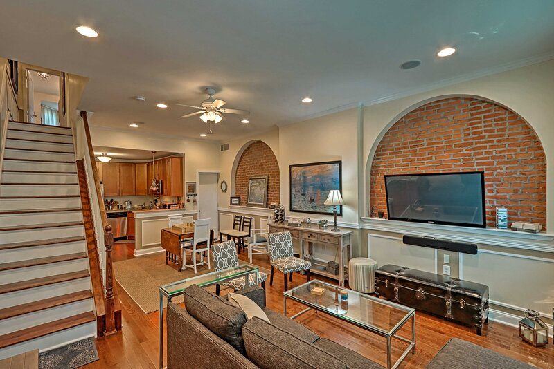 NEW! Elegant & Historic Townhome Near Dtwn Philly, holiday rental in Bala Cynwyd