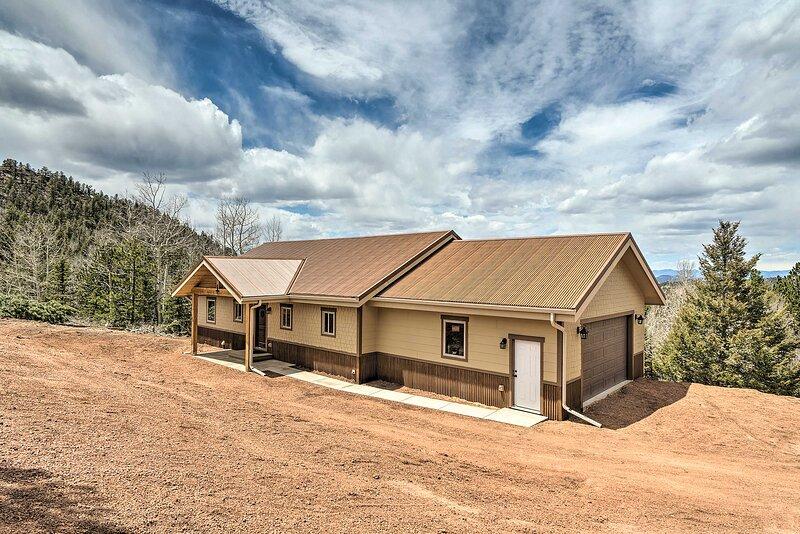 NEW! Newly Constructed Cripple Creek Mtn Hideaway!, casa vacanza a Guffey
