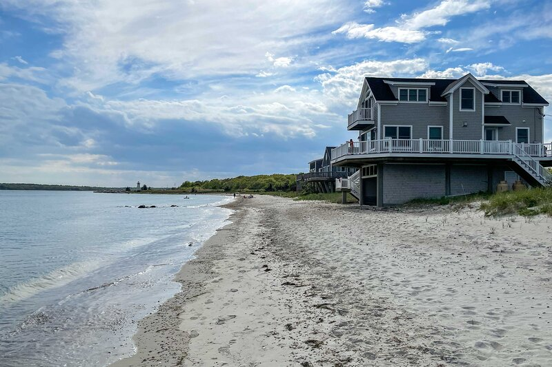NEW! Sunny Beach House Getaway - Steps From Water!, casa vacanza a Acushnet
