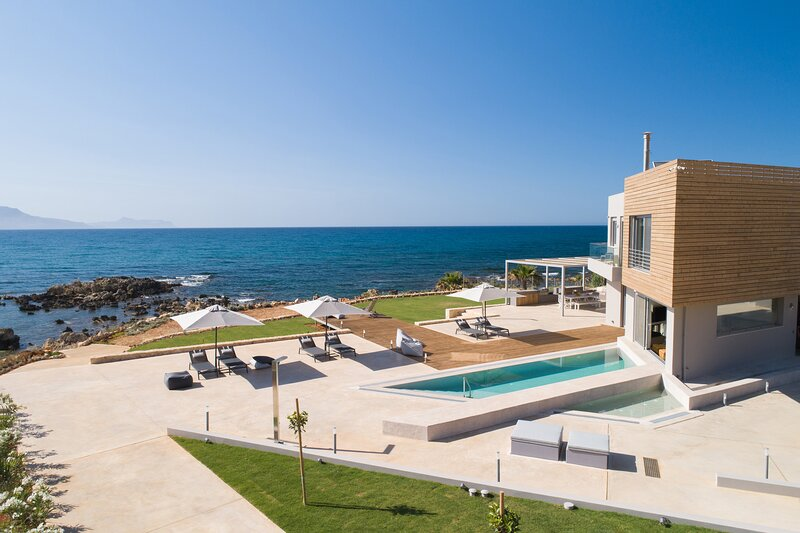 Marion La Lumiere, An intimate Villa Resort!, holiday rental in Kato Valsamonero