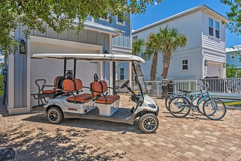 NEW! Beach House Right off 30A: 6-Seater Golf Cart, holiday rental in Seaside