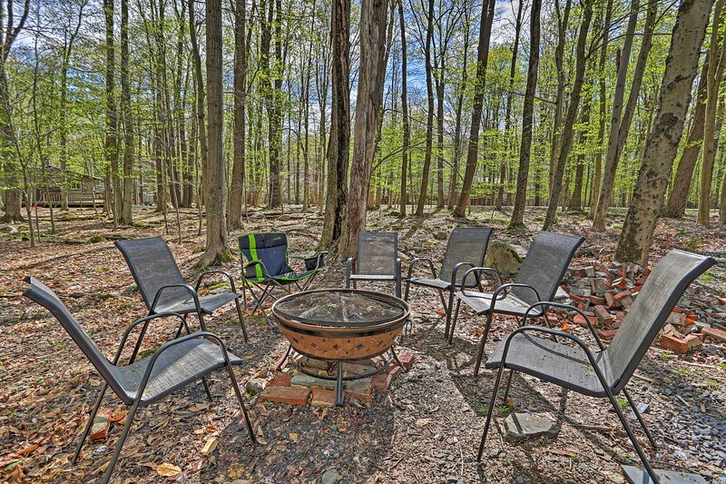 NEW! Bright House w/ Deck, 3 Mi to Gouldsboro Lake, vacation rental in Avoca