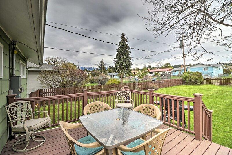 NEW! Quaint Polson Home w/ Mtn View: Walk to Lake!, casa vacanza a Polson
