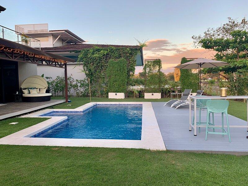 New Contemporary lux-home in Playa Hermosa, location de vacances à Playa Hermosa