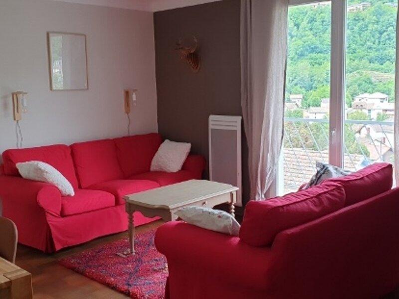 GRAND APPARTEMENT AVEC JARDIN PRIVATIF classé 3 Etoiles, holiday rental in Appy