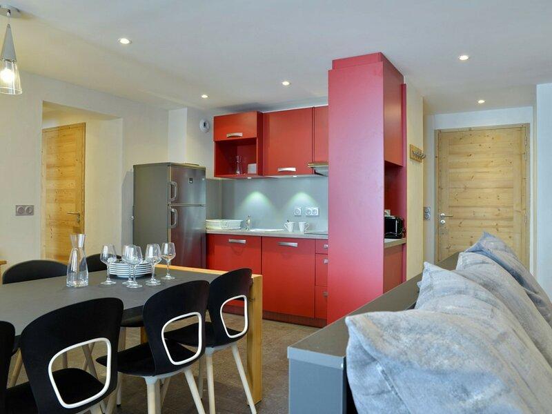 Appartement 4 pièces renové dans une station familiale au pied des pistes, holiday rental in Les Coches