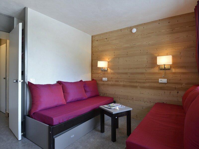 Studio divisible rénové pour 4 personnes de 28m² au pied des pistes, holiday rental in Plagne Bellecote