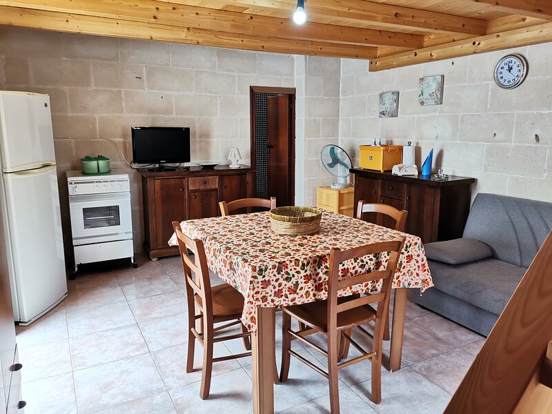 Affitto Casa Vacanza a Torre Colimena, in pieno centro e a 50 mt dal mare., holiday rental in Torre Colimena