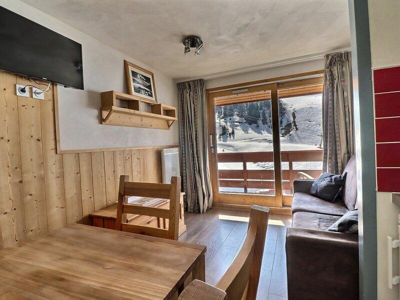 CHARMANT STUDIO SUR LES PISTES - PROCHE DES COMMERCES, holiday rental in Meribel Mottaret
