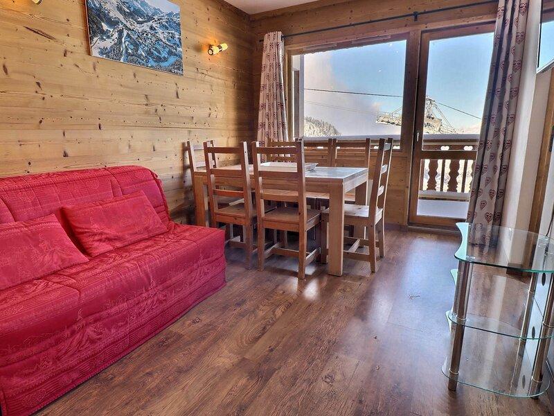 CHARMANT 3 PIECES PROCHE DES PISTES IDEAL POUR 1 FAMILLE, vacation rental in Meribel Mottaret
