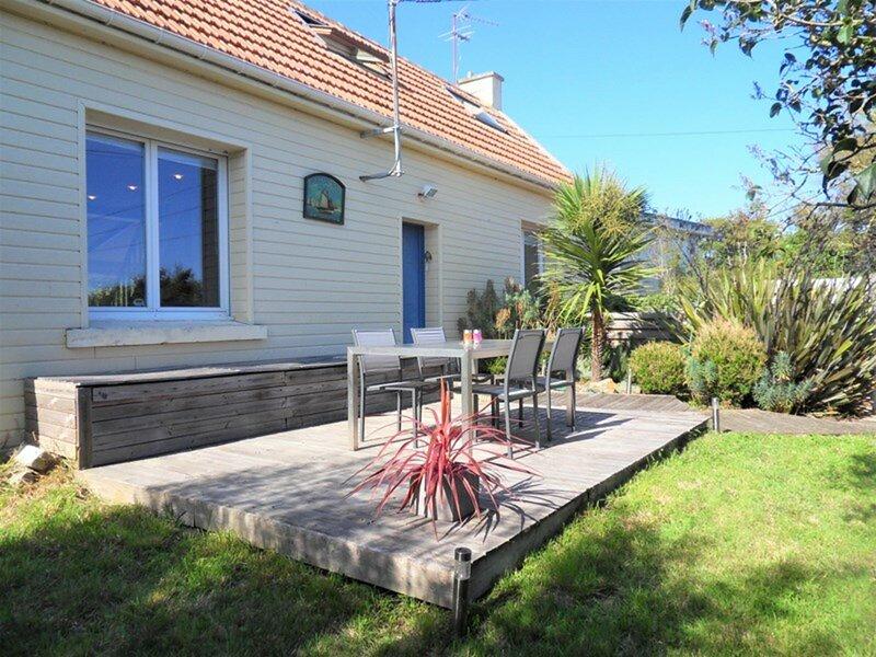 Maison chaleureuse 4/5 personnes  avec WIFI à 600 mètres de la plage du grand, holiday rental in Ploemeur