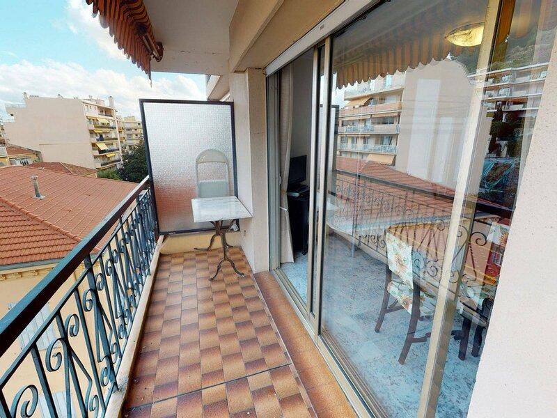 Studio calme proche centre avec balcon, casa vacanza a Sainte-Agnes