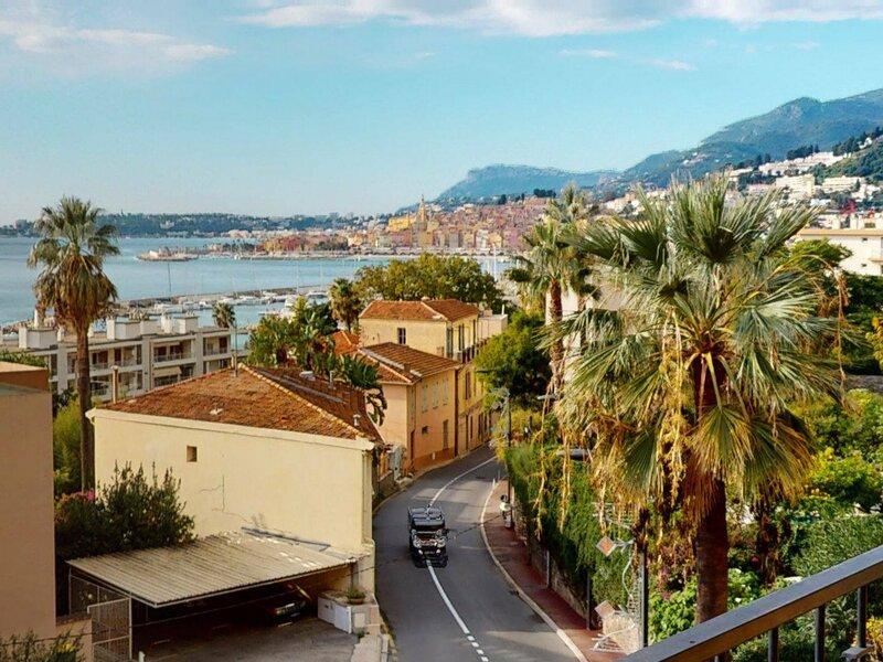Grand 3P calme avec parking privé, holiday rental in Grimaldi