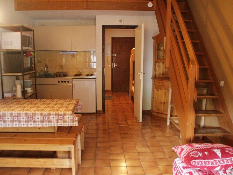 Studio mezzanine 6 personnes, holiday rental in Troistorrents