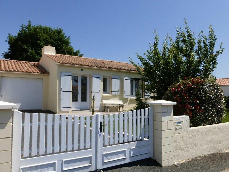 Mais 3 pièces 5 couchages LANDEVIEILLE, holiday rental in Saint-Julien-des-Landes