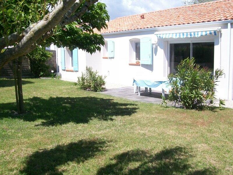 PROXIMITE IMMEDIATE ETANG DE PECHE - JOLIE MAISON AVEC JARDIN CLOS, location de vacances à L'Aiguillon-sur-Vie