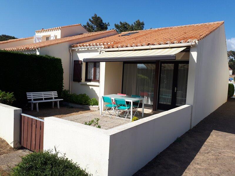 QUARTIER DES DUNES DANS UNE RESIDENCE DE VACANCES - 300 M DE LA GRANDE PLAGE, holiday rental in Bretignolles Sur Mer