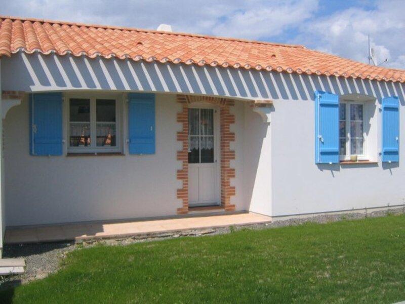MAISON DE PAYS AVEC JARDIN CLOS - 500M DU CENTRE VILLE, holiday rental in La Chaize Giraud