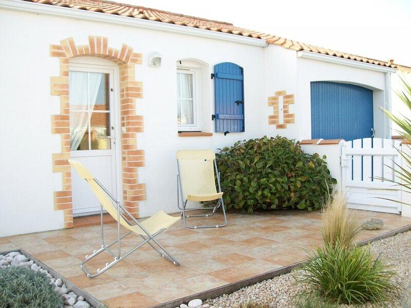 JOLIE MAISON DE PAYS - A PROXIMITE DE L'ETANG DE PECHE DES MORINIERES, location de vacances à L'Aiguillon-sur-Vie