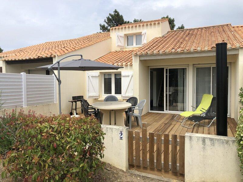 QUARTIER DES DUNES  - MAISON TOUT CONFORT - 300M DE LA GRANDE PLAGE DES DUNES, aluguéis de temporada em Bretignolles Sur Mer