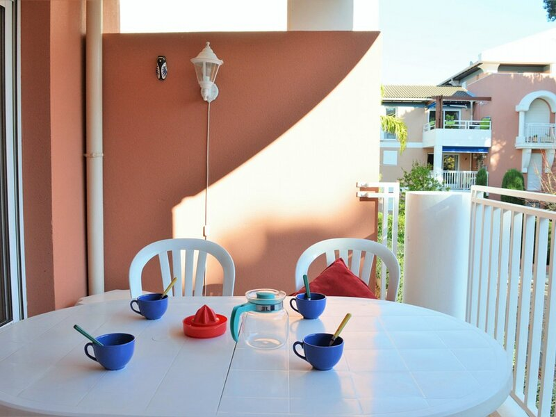 Appt 2 pièces cabine 6 couchages CAVALIERE, holiday rental in Cavaliere