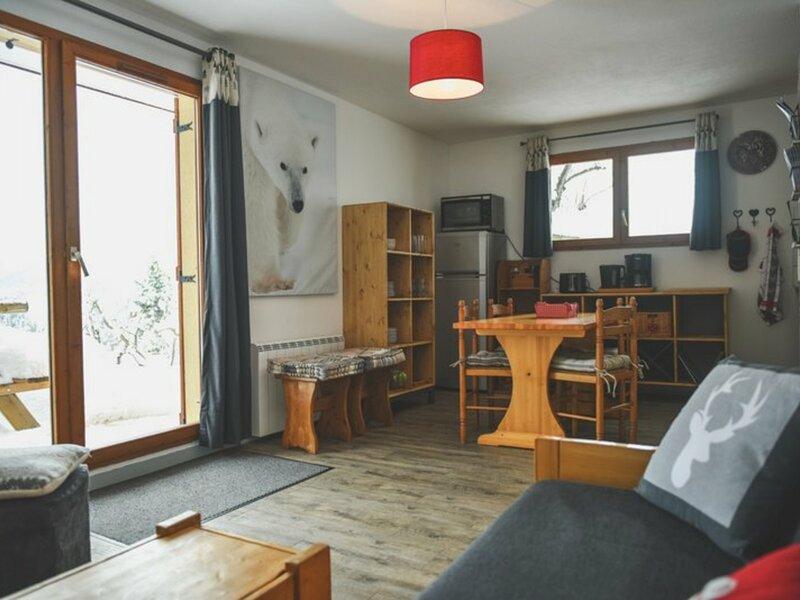 Magnifique appartement 4/6 personnes. Wifi gratuit, holiday rental in Modane
