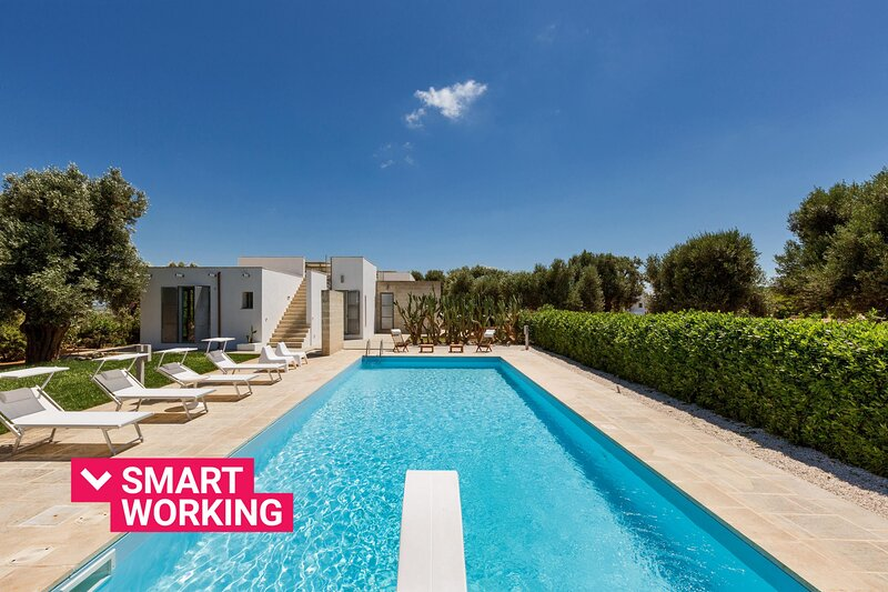 Villa Torre Guaceto con piscina by Wonderful Italy, holiday rental in Serranova