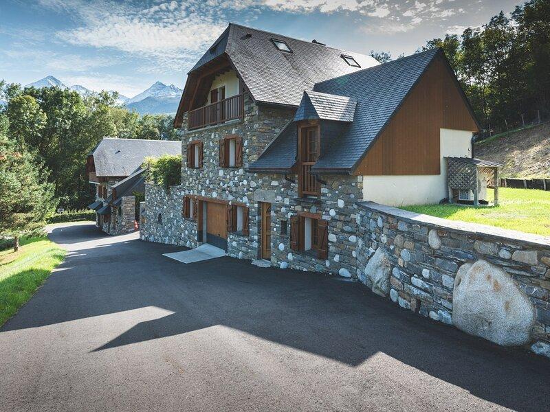 MAISON DE CARACTERE 10 COUCHAGES A VIELLE AURE/PRESTIGE, vacation rental in Vielle-Aure