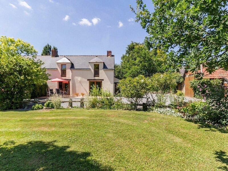 Location Gîte Plesse, 4 pièces, 6 personnes, vacation rental in Saint-Gildas-des-Bois