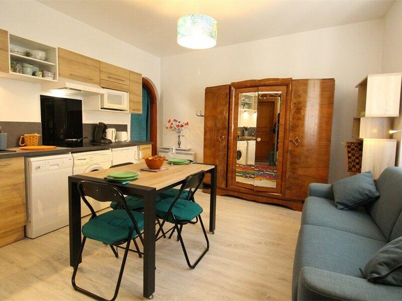 LUCHON GRAND STUDIO POUR 2 PERS, alquiler de vacaciones en Billiere