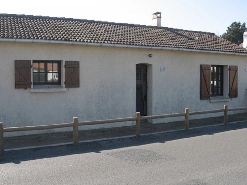 saint gilles croix de vie, maison independante, cour clôturée ensoleillée, à, holiday rental in Givrand