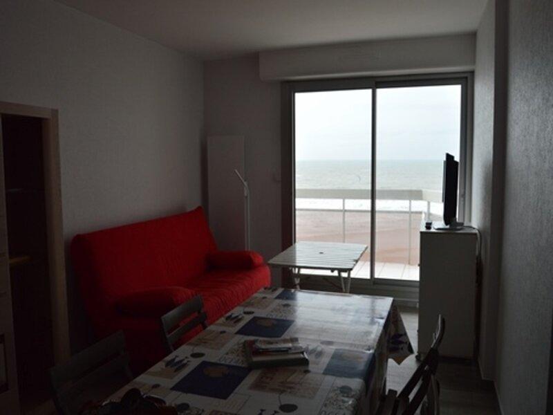 st gilles - grande plage - beau T2 face à la mer avec wifi, aluguéis de temporada em Saint-Gilles-Croix-de-Vie