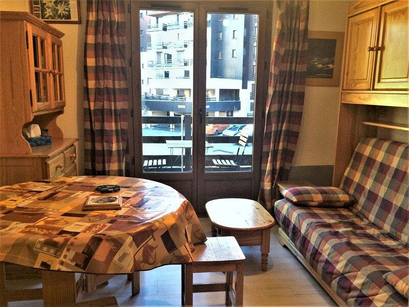 Appartement Studio coin montagne 4 couchages RISOUL 1850, holiday rental in Saint-Clement-sur-Durance