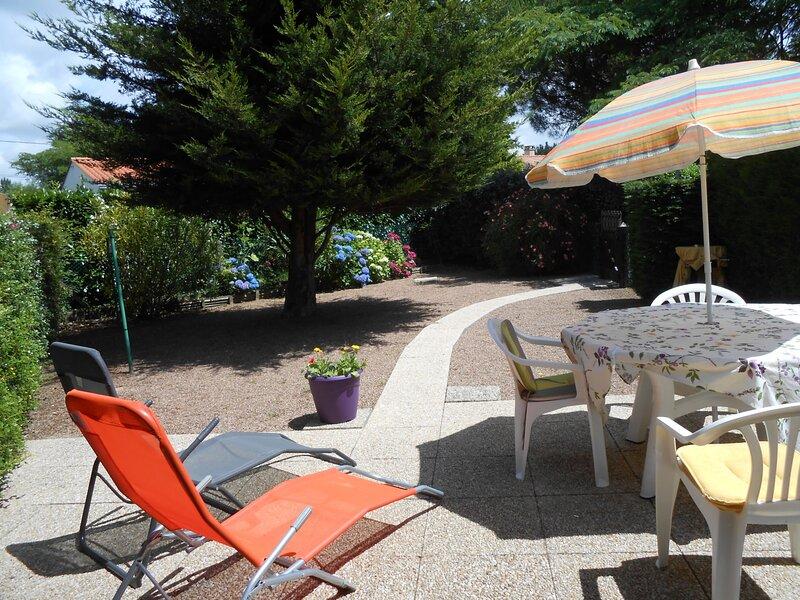 A 800 m de la plage,Pavillon avec piscine et jardinet, holiday rental in Saint-Hilaire-la-Foret