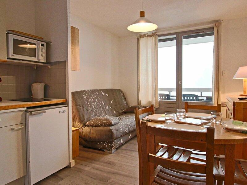 Agréable studio cabine 4/5  personnes entièrement rénové, holiday rental in Laffrey
