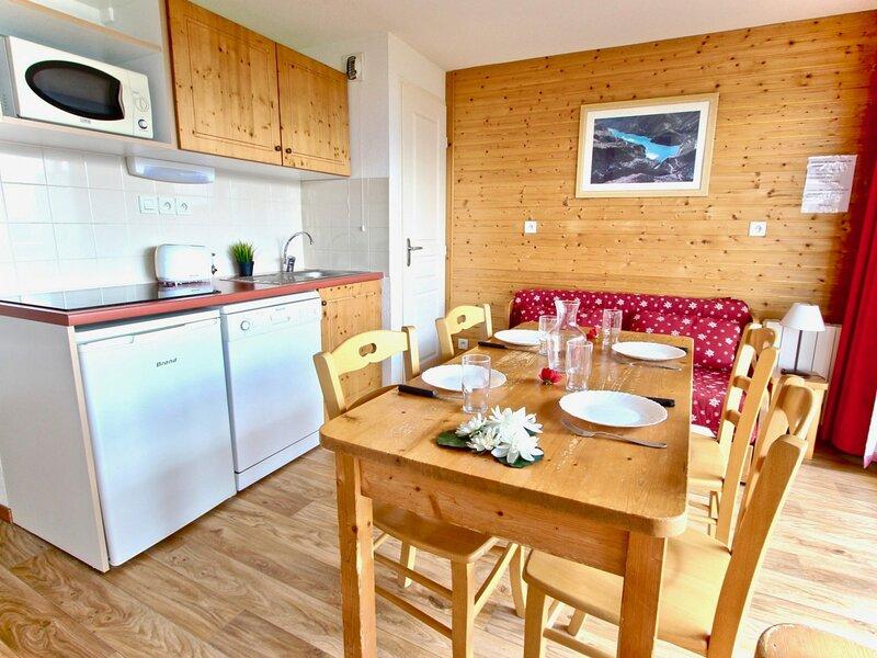 Appartement chaleureux et lumineux 3 pièces 6 personnes classé 3*, holiday rental in Chamrousse