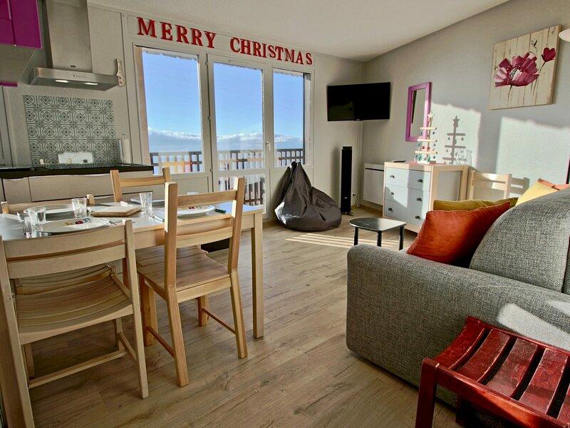 Très beau 2 pièces entièrement refait avec superbe vue panoramique; parking, holiday rental in Uriage les Bains
